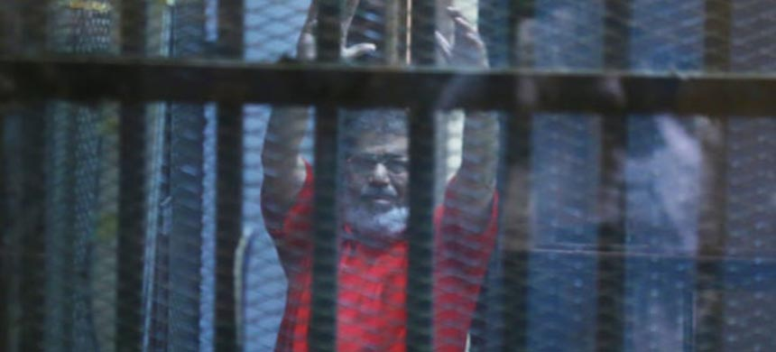 Mohamed Morsi pictured while on trial in 2016. (photo: Anadolu Agency/Getty Images)