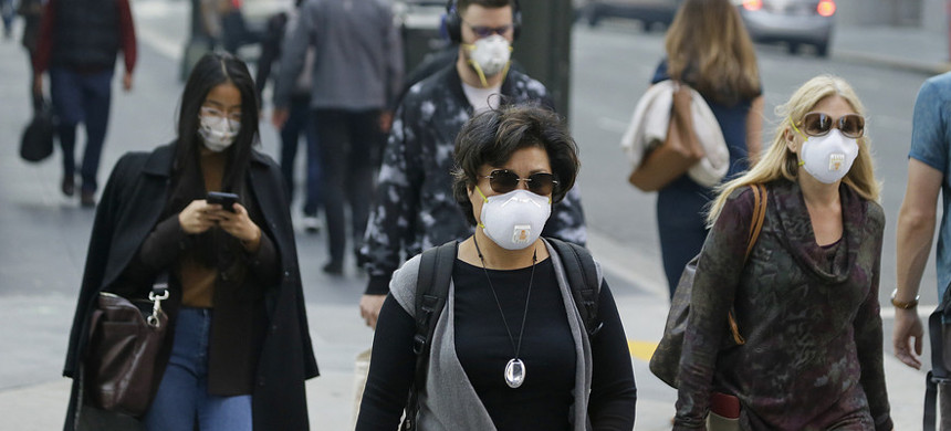 People wear masks while walking through the Financial District in the smoke-filled air in San Francisco. (photo: Eric Risberg)