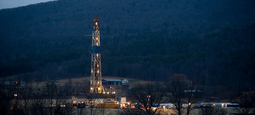 A natural gas well. (photo: Les Stone/Reuters)