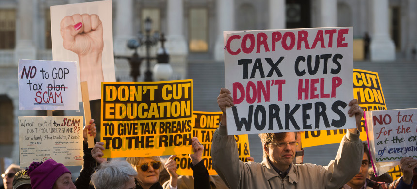 Protesters demonstrate against Trump's tax cuts. (photo: Getty)