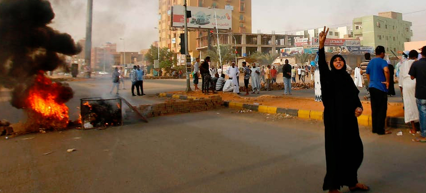 A Sudanese protester outside Khartoum's army headquarters as the army tries to break up a sit-in. (photo: AFP/Getty Images)