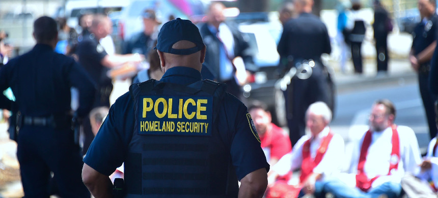 DHS officers. (photo: Frederic J. Brown/Getty)