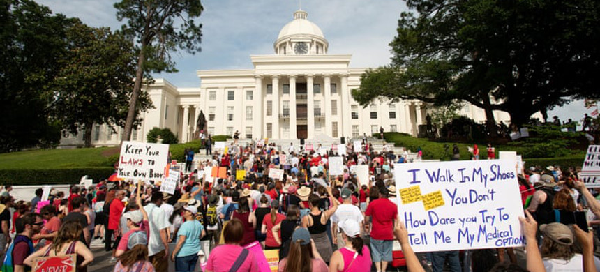 A protest against Alabama abortion law in Montgomery, 19 May 2019. (photo: Spooney Barger/Reuters)