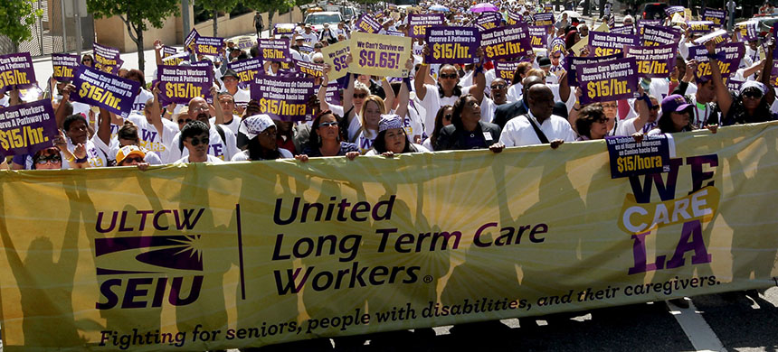 Adarra Benjamin earns $13.48 an hour as a home health worker - a wage that includes a 48-cent-per hour raise thanks to her union, Service Employees International Union (SEIU) Healthcare Illinois. (photo: LA Times/Getty Images)