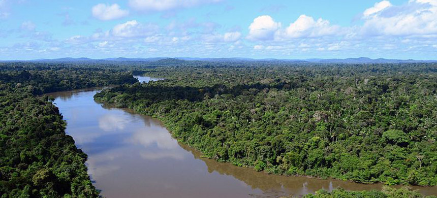 The Jamanxim River hems the eastern side of Jamanxim National Forest, one of the most threatened protected areas in Brazil. (photo: IBAMA/Wikimedia Commons)