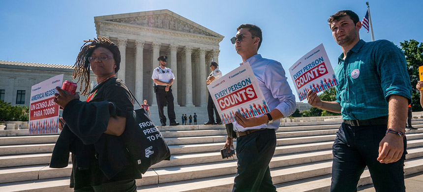 A protest about the census changes. (photo: J. Scott Applewhite/AP)