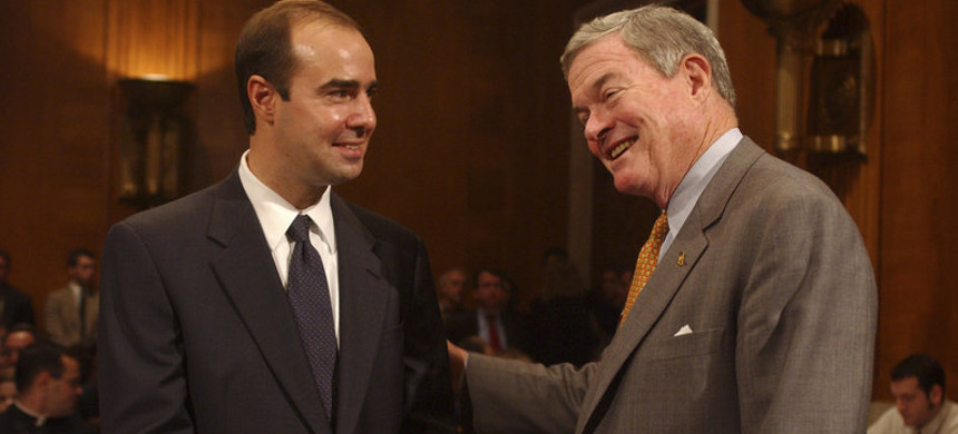 Eugene Scalia (left) talks with Missouri senator Kit Bond before Scalia's confirmation hearing to be solicitor of the Labor Department in 2001. (photo: Tom Williams/Getty)