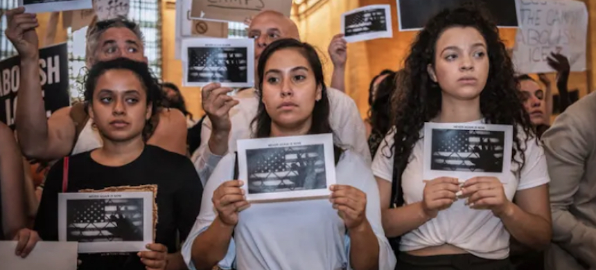 Although the waves of ICE operations and arrests that Trump has promised have fallen flat, the fear and anxiety they have brought to immigrant communities have stymied an already vulnerable population's willingness to seek reproductive health care. (photo: AP)