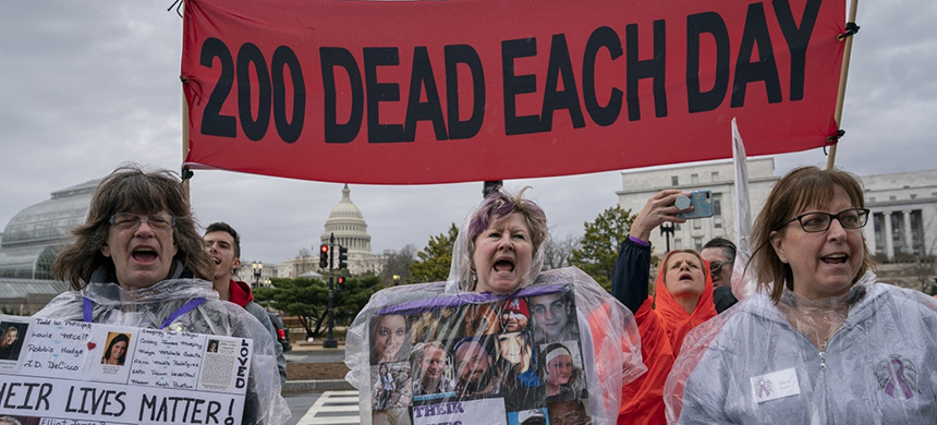 Demonstrators protest the Food and Drug Administration's policies related to pharmaceutical opioids at a rally in front of the Health and Human Services headquarters in Washington in April. (photo: Scott Applewhite/AP)