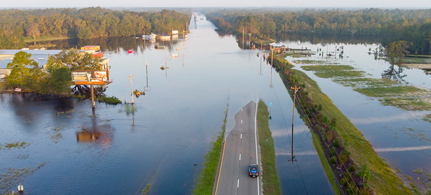 Climate change intensified Hurricane Florence's rains, which caused the Waccamaw River in South Carolina to overflow. (photo: Jason Lee/AP)
