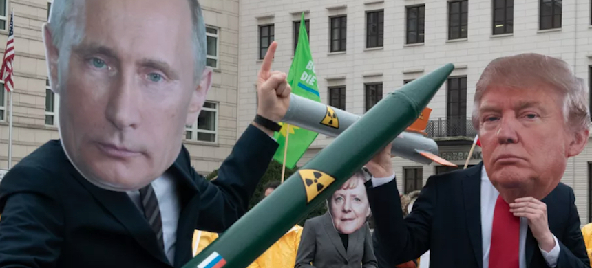 Demonstrators with a Putin and Trump mask face each other with rocket models in Berlin on February 1, 2019. They are protesting with their action against the imminent end of the INF disarmament agreement between Russia and the United States. (photo: Paul Zinken/Getty Images)