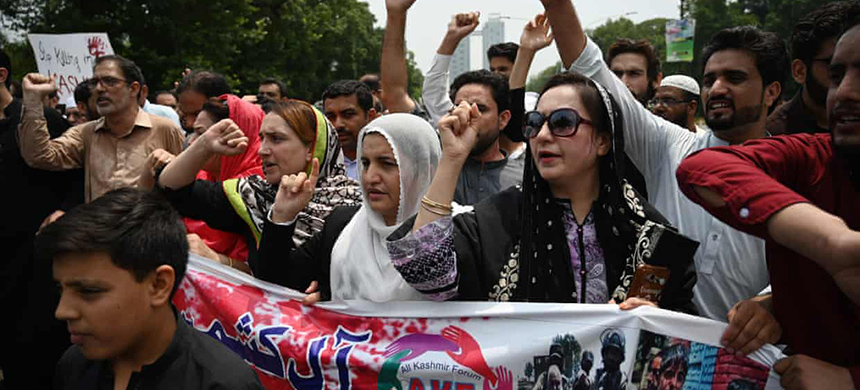 Pakistani Kashmiri protesters in Islamabad denounce the unrest in Indian-administered Kashmir. (photo: Aamir Qureshi/AFP/Getty Images)