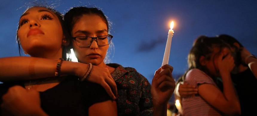 A candlelight vigil in El Paso, Texas. (photo: ABC)