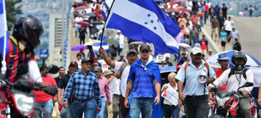 During protests against Juan Orlando Hernandez, thousands shouted 'get out dictator,' 'get out usurper' and 'get out drug trafficker.' (photo: Prensa Latina)