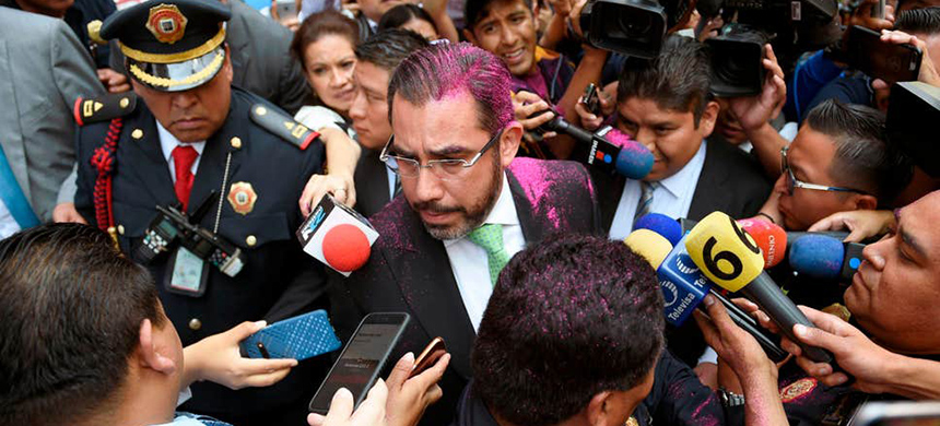 Mexico's security minister Jesus Orta Martínez was enveloped in pink glitter when he tried to reassure the women both cases would be properly investigated. (photo: AFP/Getty Images)