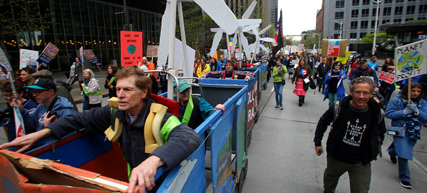Seattle has a history of environmental efforts and a population that stands up for the climate. The People's Climate March drew crowds into Seattle's streets in 2017. (photo: Karen Ducey/Getty)