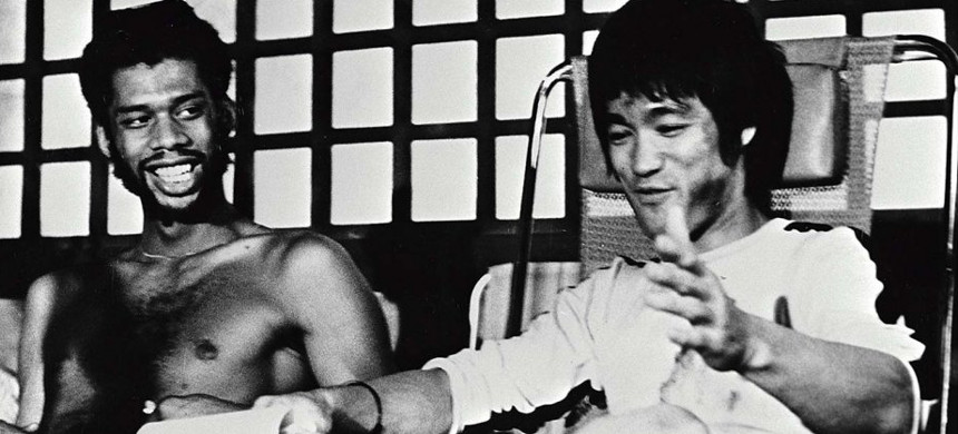 Kareem Abdul-Jabbar and Bruce Lee during the filming of 'Game of Death,' released in 1978. (photo: Alamy)