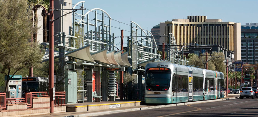 A light rail train stops along Central Avenue in Phoenix. (photo: Katherine Davis-Young/WP)