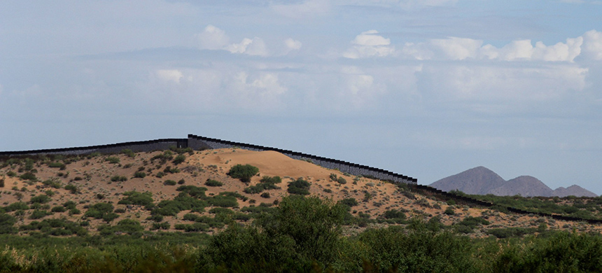 Border wall. (photo: Herika Martinez/AFP/Getty Images)