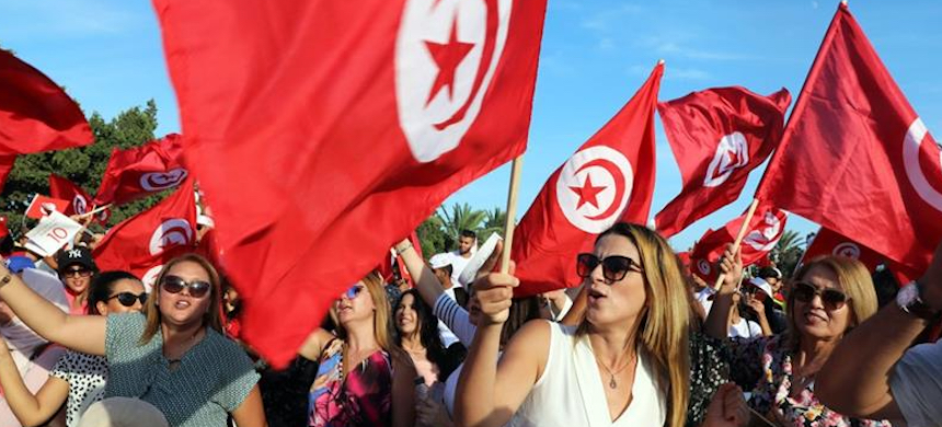 Supporters of Tunisia's former defence minister and presidential candidate Abdelkrim Zbidi during his presidential electoral campaign in Monastir. (photo: Mohamed Messara/EPA)