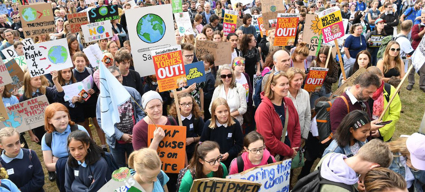 Climate protesters demonstrate in London, Friday, Sept. 20, 2019. (photo: Frank Augstein/AP)