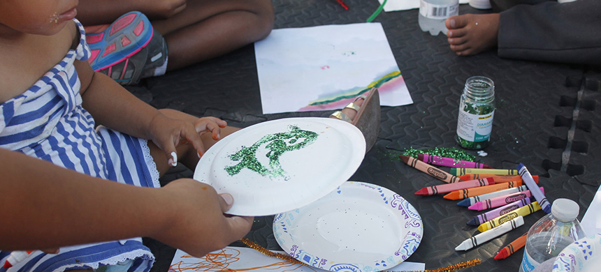 On a recent day, the sidewalk school in Matamoros, Mexico, began with arts and crafts. (photo: Reynaldo Leaños Jr. /Texas Public Radio)