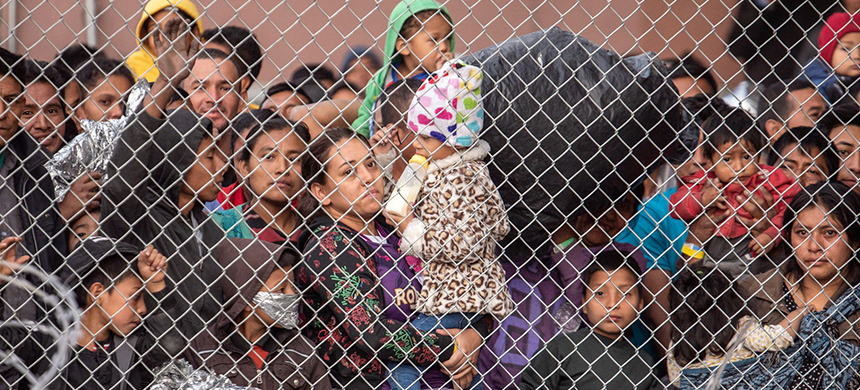 Migrant families are gathered inside the fence of a makeshift detention center in El Paso, Texas, on March 27, 2019.  (photo: Sergio Flores/WP/Getty Images)