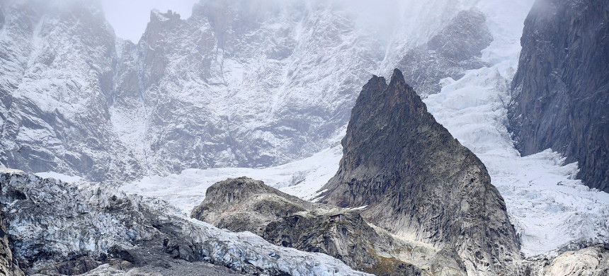 A segment of the Planpincieux glacier on Wednesday. A block of about nine million cubic feet of ice has splintered and could give way, researchers have found. (photo: Flavio Lo Scalzo/Reuters)
