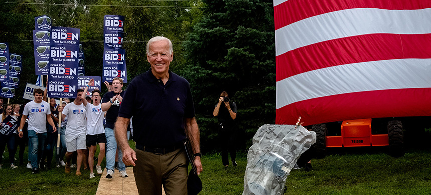 Joseph R. Biden Jr. campaigning in Des Moines, Iowa. (photo: Hilary Swift/NYT)
