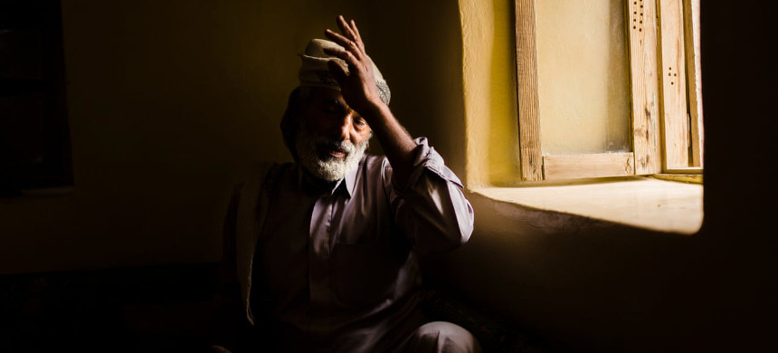 Hamid Yahya al-Oud, the father of Raja, 14, who died during a cluster bomb strike. (photo: Guardian UK)