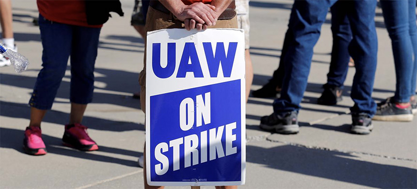 An 'AW On Strike' sign is seen during a rally outside the shuttered General Motors Lordstown Assembly plant during the United Auto Workers national strike September 20, 2019.  (photo: Rebecca Cook/Reuters)