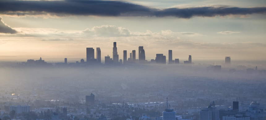 Air pollution above Los Angeles on Oct. 17, 2017. (photo: Walkter Bibikow/Getty)