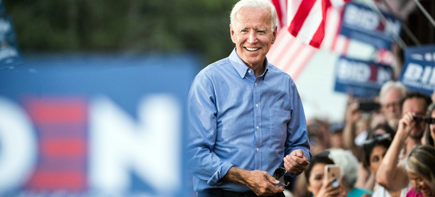 Former Vice President and Democratic presidential candidate Joe Biden greets the crowd at The Galivants Ferry Stump on September 16, 2019 in Galivants Ferry, South Carolina. (photo: Sean Rayford/Getty Images)