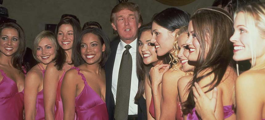 Donald Trump with Miss USA delegates in 2000. (photo: Steve Azzara/Corbis/Getty Images)