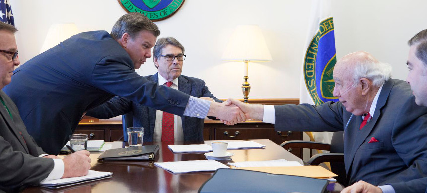 Robert E. Murray, right, CEO of Murray Energy with Energy Secretary Rick Perry. (photo: Washington Post)