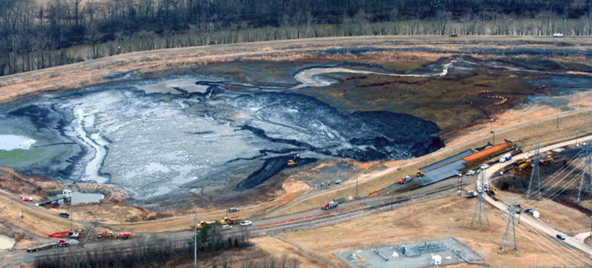 Duke Energy reported that it spilled an estimated 50,000 to 82,000 tons of coal ash into the Dan River near Eden, North Carolina, in Feb. 2014. (photo: Rick Dove/Waterkeeper)