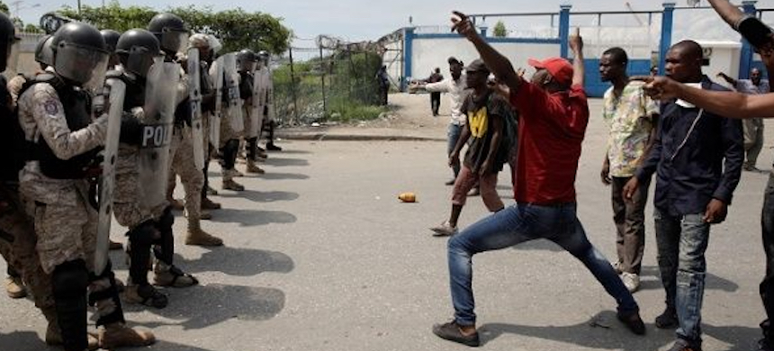 Unarmed protesters face militarized police in Port au Prince. (photo: Reuters)