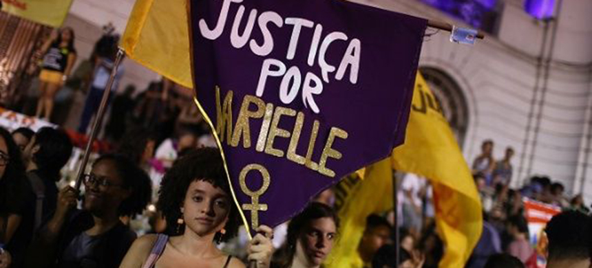 People pay tribute to councilwoman Marielle Franco in Rio de Janeiro, Brazil Nov. 1, 2019. (photo: Reuters)