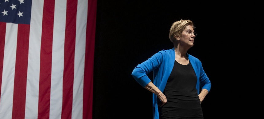 Sen. Elizabeth Warren stands on stage during a campaign event at Iowa State University in Ames, Iowa, Oct. 21, 2019. (photo: Daniel Acker/Bloomberg/Getty Images)
