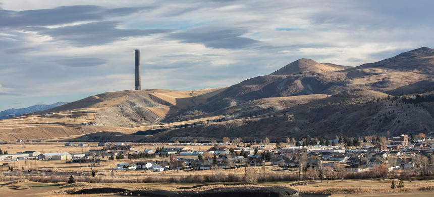 An abandoned smelter chimney, a legacy of what once was the world's largest copper mining operation, looms over the Anaconda valley in southwest Montana. (photo: Louise Johns/The Washington Post)