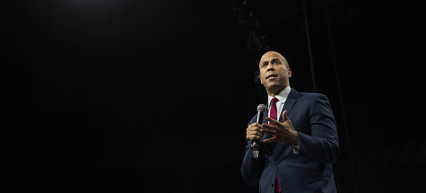 Formulas that shape healthcare and other services often 'have many historical and human biases built in,' wrote Senators Cory Booker, above, and Ron Wyden. (photo: Daniel Acker/Bloomberg/Getty Images)