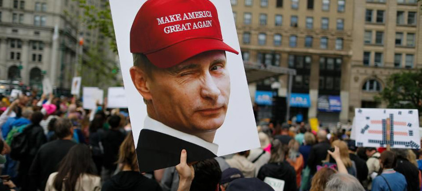 A demonstrator holds up a sign of Vladimir Putin during an anti-Trump march. (photo: Eduardo Alvarez/Getty)