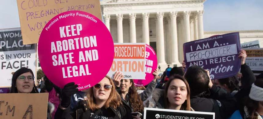 On January 19, 2019, protesters advocating for and against abortion access demonstrate at the US Supreme Court in Washington DC. (photo: Saul Loeb/AFP/Getty Images)