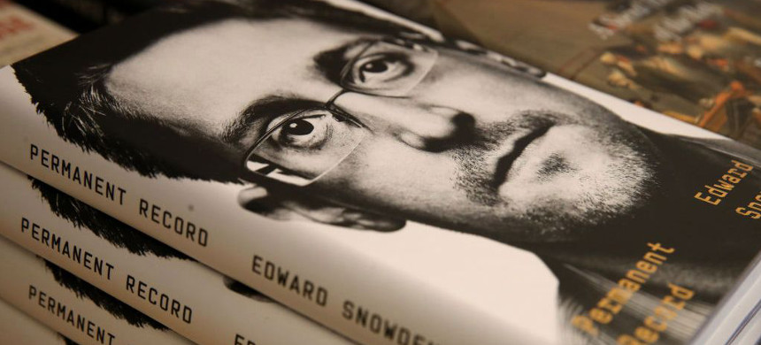 Edward Snowden's book 'Permanent Record.' (photo: Getty)