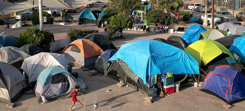 The tent camp set up by asylum-seekers next to the bridge to the U.S. in Matamoros, Mexico, seen on Dec. 9. (photo: John Moore/Getty)