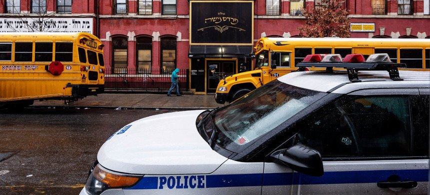The NYPD increased patrols in Williamsburg and other neighborhoods after recent anti-semitic attacks. (photo: Karsten Moran/The New York Times)
