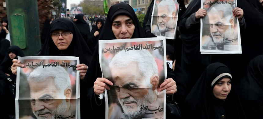 Protesters in Tehran demonstrated against a U.S. air strike in Iraq that killed the Iranian general and foreign-military mastermind Qassem Suleimani. (photo: Ebrahim Noroozi/AP/Shutterstock)