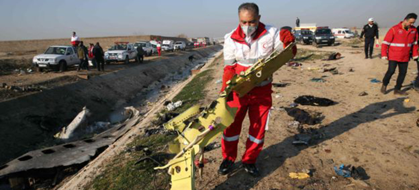 A team from Iran's Red Crescent searched the debris for victims. (photo: AFP)