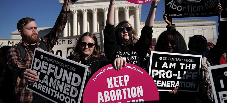 Activists gather in Washington to mark the anniversary of Roe v. Wade, the landmark 1973 Supreme Court decision that legalized abortion. (photo: Alex Wong/Getty Images)