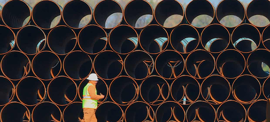 Pipes for the proposed Dakota Access oil pipeline, that would traverse North and South Dakota, Iowa and Illinois. (photo: Nati Harnik/AP)